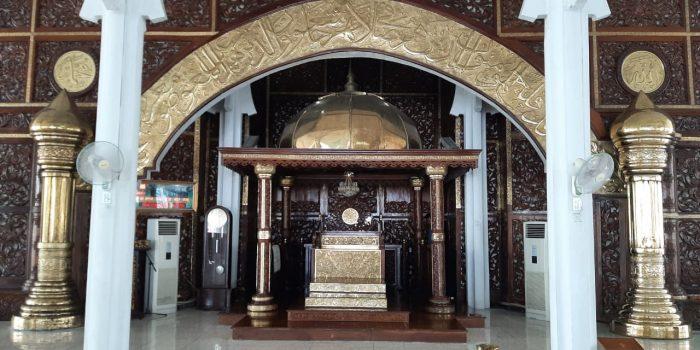 Mihrab Kuningan